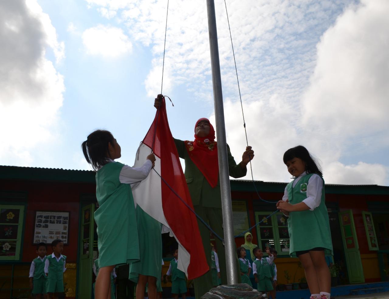Mendidik Budi Pekerti dengan Mewajibkan Upacara Bendera di Sekolah