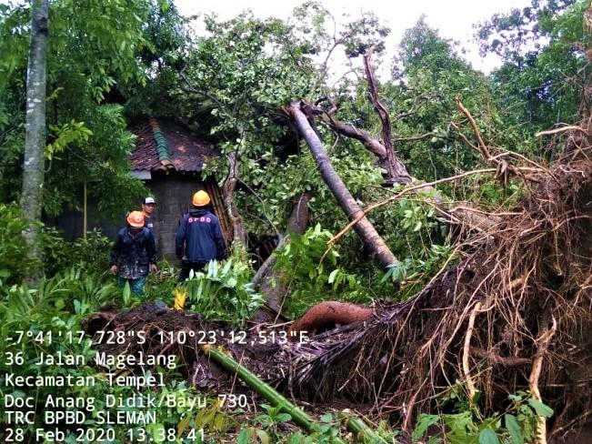 Jaringan Listrik Terputus Dan Rumah Rusak, Yogyakarta Langsung Diberikan Bantuan Kedaruratan