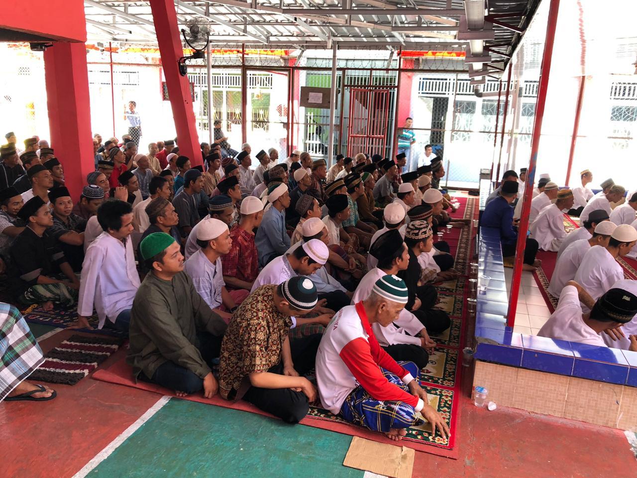 Penyemprotan Anti COVID 19 Warnai Peringatan Isra Mi'raj Warga Binaan