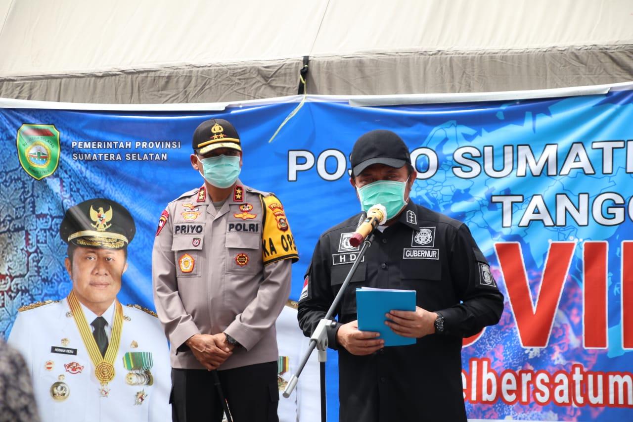 Kapolda Dampingi Gubernur Sumsel Serahkan Bantuan Paket Sembako dan Listrik Gratis