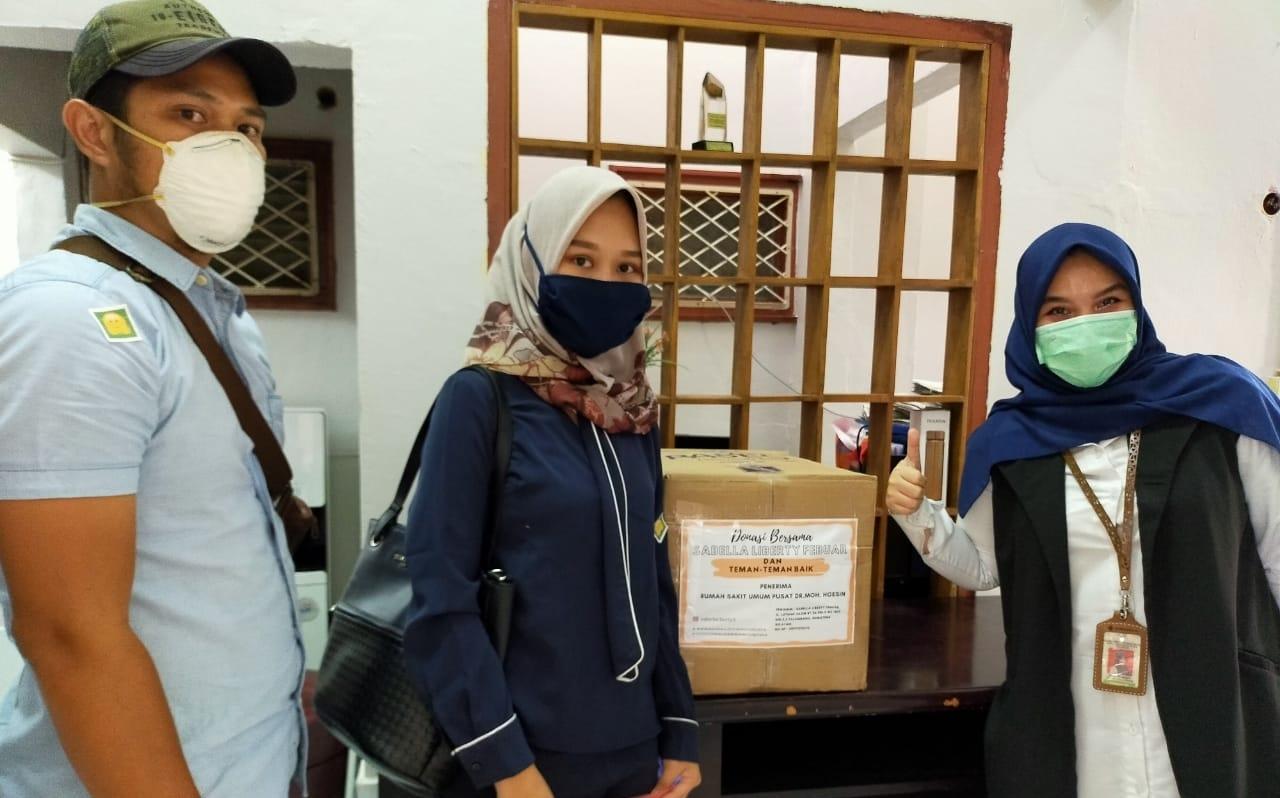Sabella Liberty dan Teman-Teman Hantarkan Sumbangan APD ke RS di Palembang