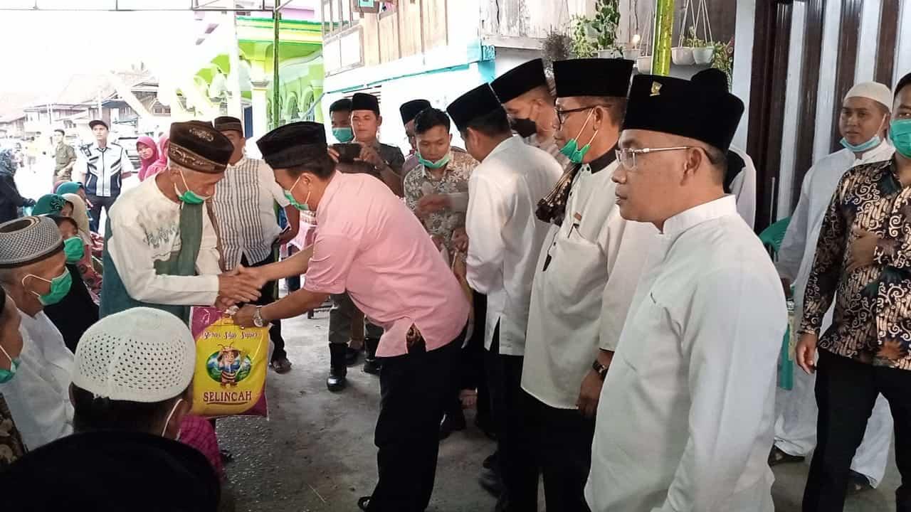 """Bupati H.Devi Suhartoni safari Ramadhan 1442 """"berbuka puasa dan sholat tarawih"""